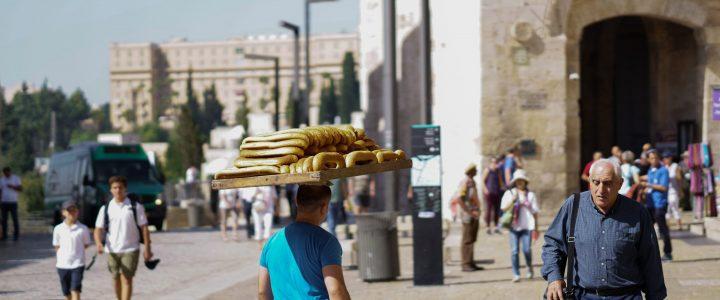 Fotoausstellung – Junge Volontär*innen zeigen ihre Eindrücke in Jerusalem und Kiryat Tivon